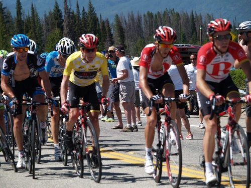 Group with Yellow Jersey, Levi Leipheimer